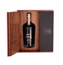 Vin fortifié Régionaffranchissement Type de vin de PortoTrès vieux fauve goûtsucré Contenu par bouteille en litres0,750 Douceur résiduelle171,00 g / litre Acidité7,66 g / litre Teneur en alcool20,0% vol.